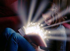 Menina e ler um livro